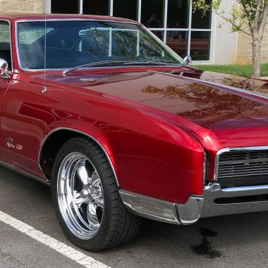 American Racing Wheels give the Riviera a great stance